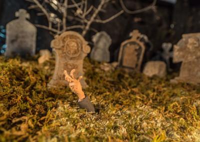 Scene 53: To the grave!