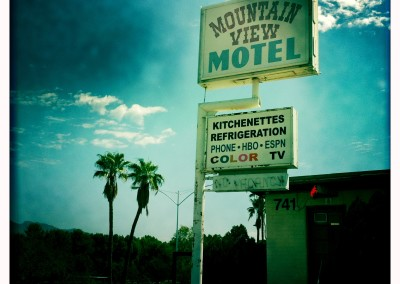 The Mountain View Motel offers Color TV.